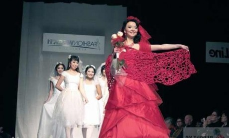 красный свадебный наряд смотрится просто шикарно