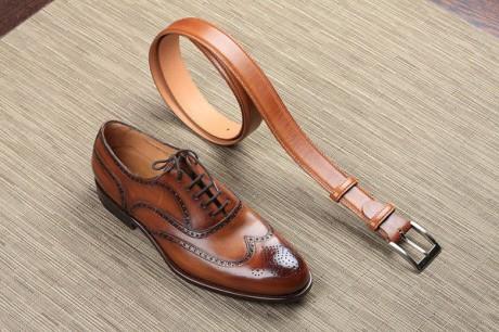туфли гармонируют с цветом ремня