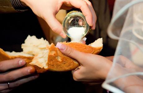 Хлеб-соль для молодых
