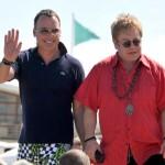 Поп - легенда Элтон Джон и кинорежиссер Дэвид Ферниш поженились в декабре 2005- в первую неделю, когда в Британии легализировали однополые браки.