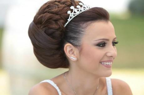 Модная свадебная прическа с изюминкой. Тренды 2012 года