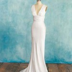 Что тебе нужно для свадебного наряда: платье в стиле ампир до пола, с юбкой, которая начинает расширяться от линии под грудью и переходит в А-образный силуэт.