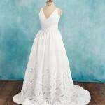 Что тебе нужно в свадебном наряде: юбка, которая расширяется к полу от линии талии, образуя букву А.