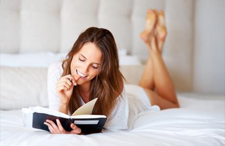 Читает перед сном