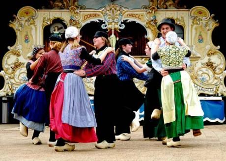 Голландский танец на свадьбе