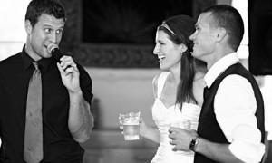 Хороший тамада незаменим на свадьбе!
