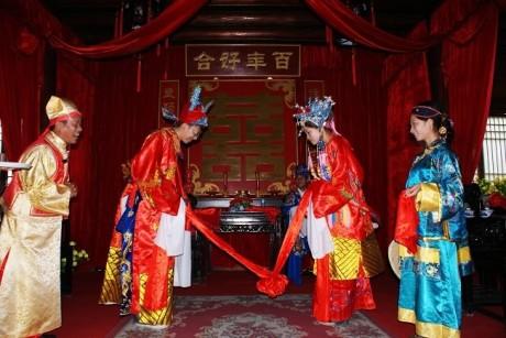 Китайские свадебные наряды