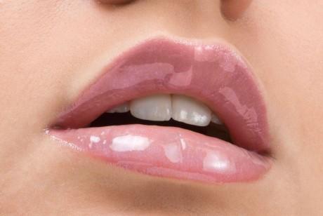 Красивые губы невесты
