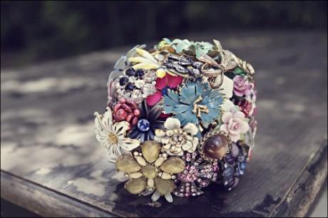 Свадебный букет из брошей