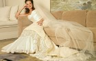 Невеста на диване перед свадьбой