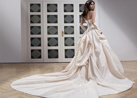Свадебное платье с тонкими бретельками