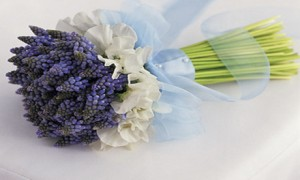Полевые цветы в букете невесты