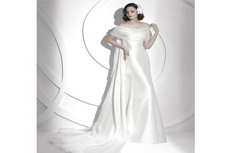 Платье со шлейфом Ватто