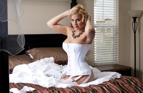 Онлайн принудили секс с невестой в первую брачную ночь ебут