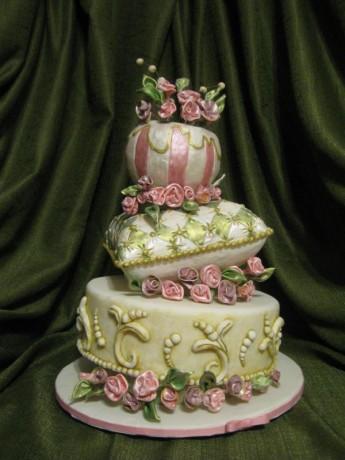 Свадебный торт причудливой формы