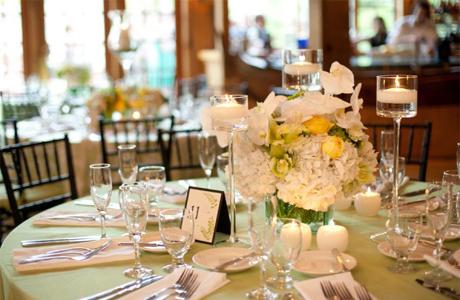Свадебные цветы на круглом столе
