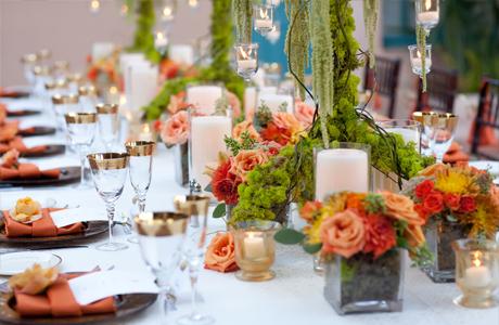 Свадебные букеты на столах
