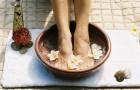 Ванночка для ног из белого вина и липового цвета