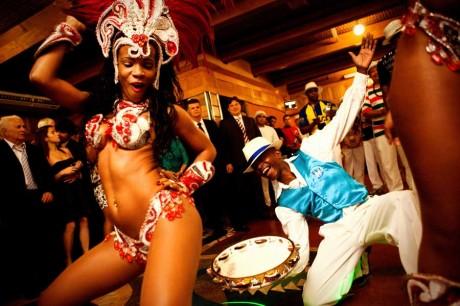 Веселые танцы на свадьбе