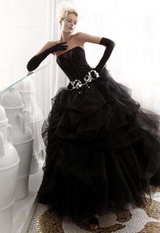 Черный цвет платья - необычный