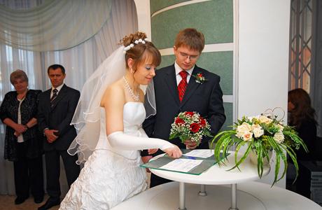 Что подписывают молодожены в день свадьбы?
