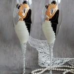Необычные бокалы с образами жениха и невесты