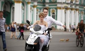 На мотороллере на свадьбу!
