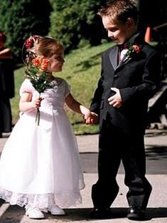 Маленький мужчина на свадьбе