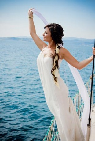 Невеста на свадьбе на море