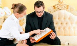 Опытный ювелир поможет твоему благоверному