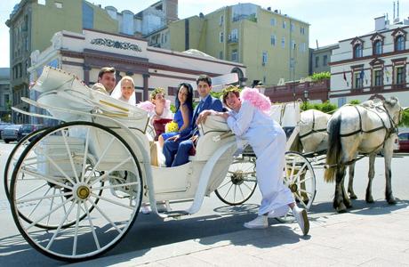 Приезд в карете на свадьбу