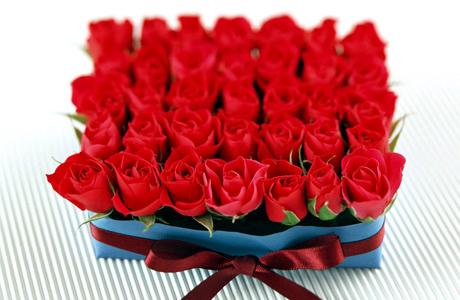 35 роз на коралловую свадьбу