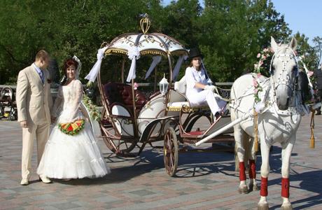 Авто на свадьбу или карета?