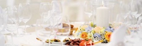 Свечи и цветы на свадьбе