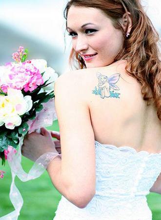 Показать татуировку на свадьбе