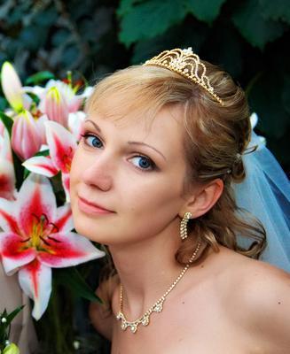 Цвет сережек невесты
