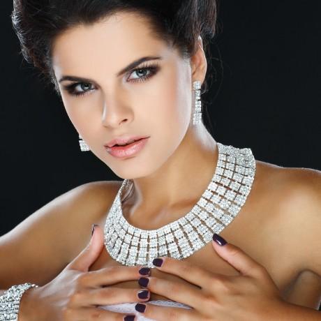 Тяжелое ожерелье к платью