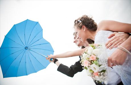 Свадебные фотографии под дождем