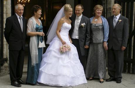 Вечерние костюмы для родителей на свадьбу