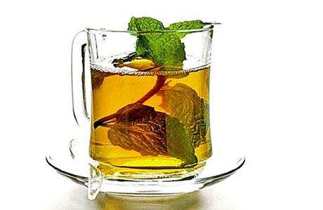 Врачи советуют пить перед сном настой из мяты и мелиссы