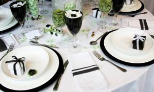 Черно-белый свадебный стол