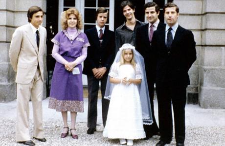 Герцогиня Альба в молодости со своими детьми