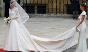 Кейт в свадебном платье с длинными рукавами