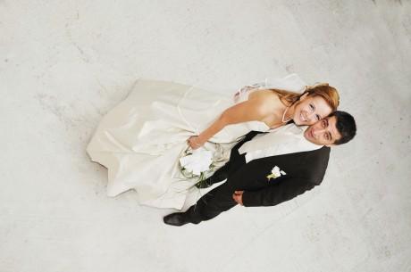 Атрибуты свадьбы:наряды жениха и невесты
