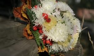 Осенний свадебный букет из астр