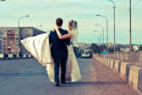 Переносить невесту