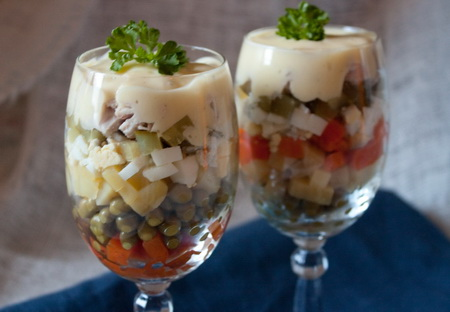 Салат в бокалах
