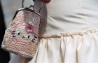 Стильная невеста обязана нести не на плече