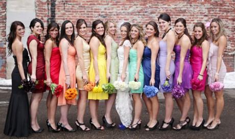 Свидетельница на свадьбе - нет кислотным цветам!