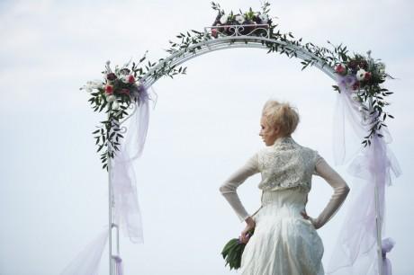 Украшение свадебной арки из цветов